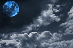 Lua cheia surreal e espaço Fotos de Stock
