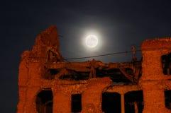 Lua e a casa destruída Foto de Stock