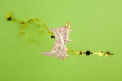 Lua e estrelas do ouro da decoração do Natal Fotografia de Stock Royalty Free