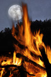 A lua e a fogueira Fotos de Stock Royalty Free