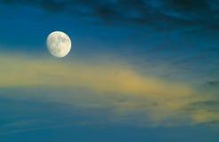Lua e nuvens Imagem de Stock