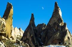 Lua e paisagem lunar de Cappadocia, Turquia imagem de stock royalty free