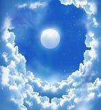 Lua fantástica e nuvens bonitas Fotografia de Stock Royalty Free