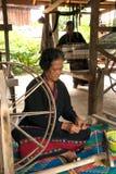 Lua Hill Tribe, die Minderheit Spulen spinnt, wird vom Bambus in T gemacht Stockbild