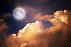 Lua mágica sobre as nuvens Fotografia de Stock Royalty Free