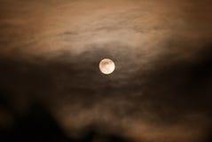 Lua na noite nebulosa Fotos de Stock Royalty Free