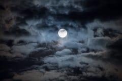 Lua na noite nebulosa Imagem de Stock