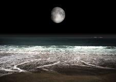 Lua no céu nocturno Fotografia de Stock Royalty Free