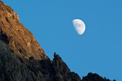 Lua no crepúsculo Imagem de Stock