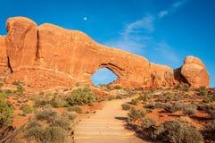 Lua sobre a janela norte no parque nacional dos arcos Imagem de Stock Royalty Free