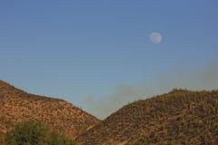 Lua sobre o deserto Fotografia de Stock