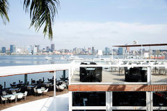 Luanda restaurang, stång Terrace_Seafront_Luxury Royaltyfria Bilder