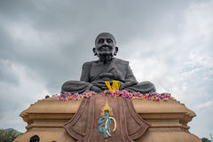 Luang Bhor Thuad al tempio di Huaymongkol (Wathuaymongkol) Fotografie Stock Libere da Diritti