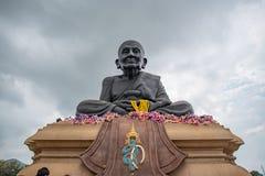 Luang Bhor Thuad no templo de Huaymongkol (Wathuaymongkol) Fotos de Stock Royalty Free