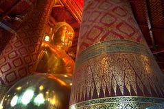 Luang Pho Tho在Wat Phanan Choeng,阿尤特拉利夫雷斯,泰国 免版税库存图片