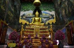 Luang Pho Wat Rai Khing статуя Будды для людей моля Стоковые Фотографии RF