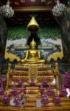 Luang Pho Wat Rai Khing es una estatua de Buda para la gente que ruega Foto de archivo