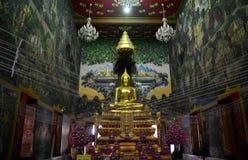 Luang Pho Wat Raja Khing jest statuą Buddha dla ludzi ono modli się Fotografia Royalty Free