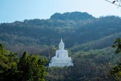 Luang Pora Khao lub biały duży Buddha na Si Siat górze, Wat Theppitak Punnaram, Phaya jen, Pakchong okręg, Nakhon Ratchasima, nor Fotografia Stock