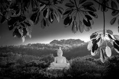 Luang Pora Khao lub biały duży Buddha na Si Siat górze, Wat Theppitak Punnaram, Phaya jen, Pakchong okręg, Nakhon Ratchasima, nor Obraz Royalty Free