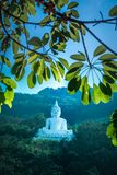Luang Pora Khao lub biały duży Buddha na Si Siat górze, Wat Theppitak Punnaram, Phaya jen, Pakchong okręg, Nakhon Ratchasima, nor Zdjęcie Royalty Free