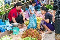 Luang Prabang, Λάος - 13 Ιουνίου 2015: Αγορά πρωινού Prabang Luang Στοκ Εικόνα