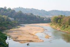 Luang Prabang, Λάος - 5 Μαρτίου 2015: Ποταμός Khan Nam σε Luang Praba Στοκ Φωτογραφίες