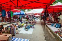 Luang Prabang, Λάος - τον Αύγουστο του 2015 circa: Τα αναμνηστικά και οι τέχνες είναι πωλημένη τη νύχτα αγορά σε Luang Prabang, Λ Στοκ φωτογραφία με δικαίωμα ελεύθερης χρήσης