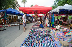 LUANG PRABANG ΛΆΟΣ - 10 ΑΥΓΟΎΣΤΟΥ: Αγορά νύχτας Prabang Luang - ο Αύγουστος Στοκ φωτογραφία με δικαίωμα ελεύθερης χρήσης