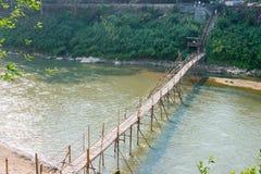 Luang Prabang, Лаос - 5-ое марта 2015: Бамбуковый мост на Nam Khan Riv Стоковая Фотография