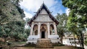 Luang Prabang, Лаос - 3-ье декабря 2015: Буддийский висок в prabang luang, Лаосе Стоковое фото RF
