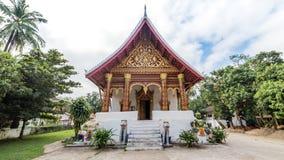 Luang Prabang, Лаос - 3-ье декабря 2015: Буддийский висок в prabang luang, Лаосе Стоковое Фото