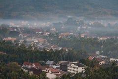 Luang Prabang krajobraz z mgłą od Phu Si przy Luang Prabang, Laos Fotografia Stock