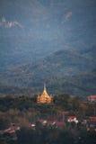 Luang Prabang krajobraz z Złotą pagodą od Phu Si przy Luang Prabang, Laos Fotografia Royalty Free