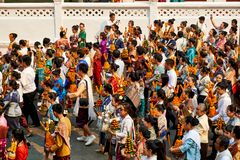 LUANG PRABANG, LAOS - 17. APRIL 2019 Lokale Laoleute, die PU-MAI feiern Lao New Year Parade, Festival lizenzfreie stockfotografie