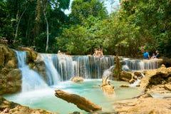Luang Prabang Laos 04 20 2019 Ludzie wizyty Kuangsi siklawy obrazy stock