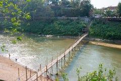 Luang Prabang, Laos - 5. März 2015: Bambusbrücke bei Nam Khan Riv Lizenzfreie Stockfotografie