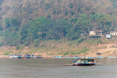 Luang Prabang Laos, Mar 05 2015, -: Mekong rzeka przy Luang Prabang Fotografia Stock