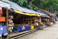 Luang Prabang, Laos - około Sierpień 2015: Pamiątki i rzemiosła sprzedają wokoło Kouangxi siklaw, Luang Prabang, Laos Zdjęcia Stock