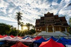 Luang Prabang museum för solnedgång Arkivfoton