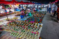 Luang Prabang nocy rynek z pami?tkarskimi kramami obrazy royalty free