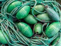 LUARCA, ESPAGNE - 4 DÉCEMBRE 2016 : Attirails de pêche verts aux poissons Images stock
