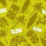 Luau verde sem emenda Tiki Aloha Surf Pattern Fotografia de Stock Royalty Free