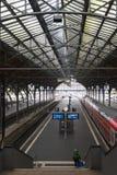 LUBECK, ALEMANIA - 10 DE NOVIEMBRE DE 2016: Luebeck Hauptbahnhof el mA Fotografía de archivo libre de regalías