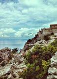 Lubenice, de kleine Kroatische stad op een heuvel stock afbeelding