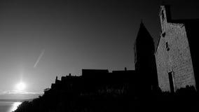 Lubenice miasteczko przy zmierzchem w Cres i kościół zdjęcie stock