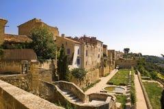 Luberon美丽如画的城市风景  免版税库存照片