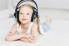 Lubię słucham muzykę zdjęcia stock