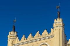 LUBLIN, ΠΟΛΩΝΙΑ - Juni 07, 2018: Λεπτομέρεια πυλών κάστρων του Lublin με τους άξονες στοκ φωτογραφίες