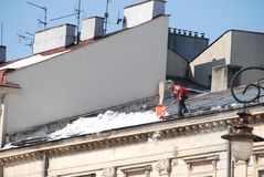 Man cleaning roof Royalty Free Stock Photos